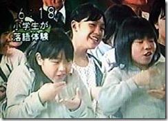 三遊亭楽春の学校寄席で小学生が落語体験